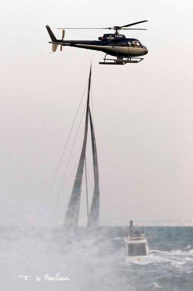 armel-le-cleach-arrivee-vendee-globe-2017-helicoptere